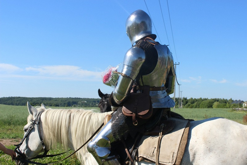 Рыцарь на белом коне или просто спасатель.